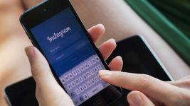 menggunakan instagram